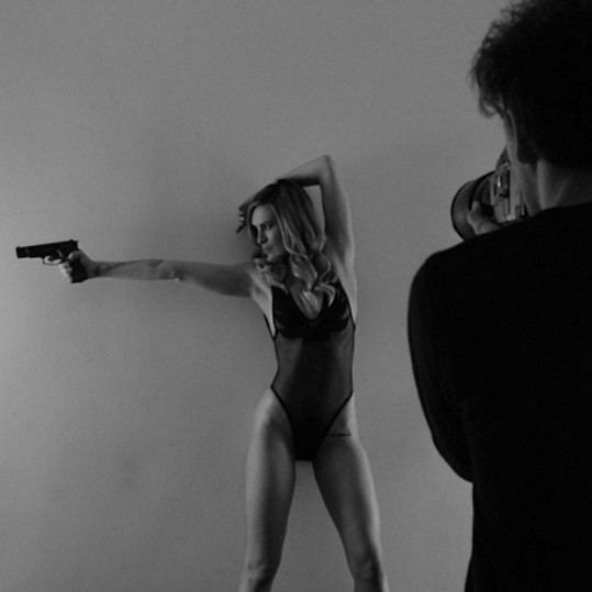 Herečka se nechala zvěčnit fotografem Tylerem Shieldsem.
