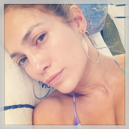 Jennifer Lopez bez jediného náznaku líčidel.