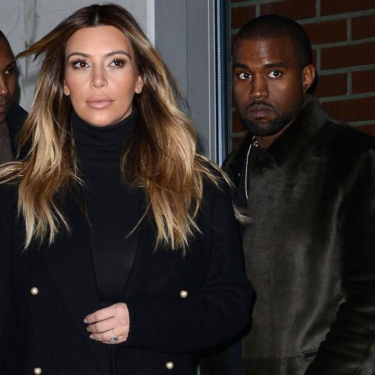 Kardashian si začala odbarvovat vlasy po porodu dcery North.