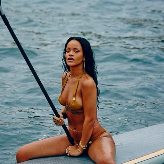 Zpěvačka na věhlasné brazilské Copacabaně strávila několik dní.