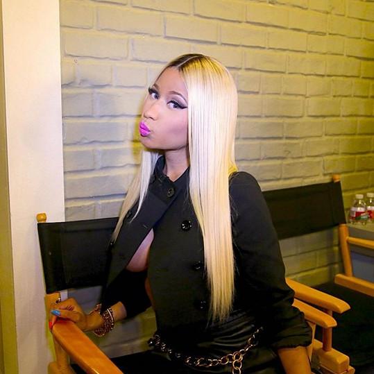 Nicki Minaj se ráda předvádí.