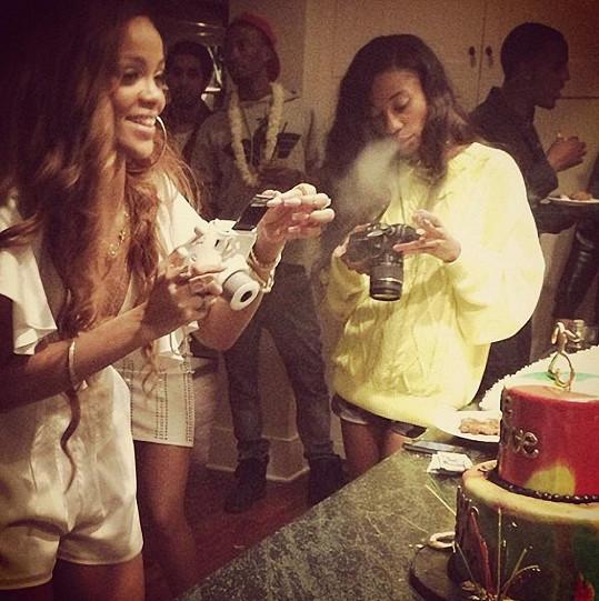 Rihanna ve víru oslavy.