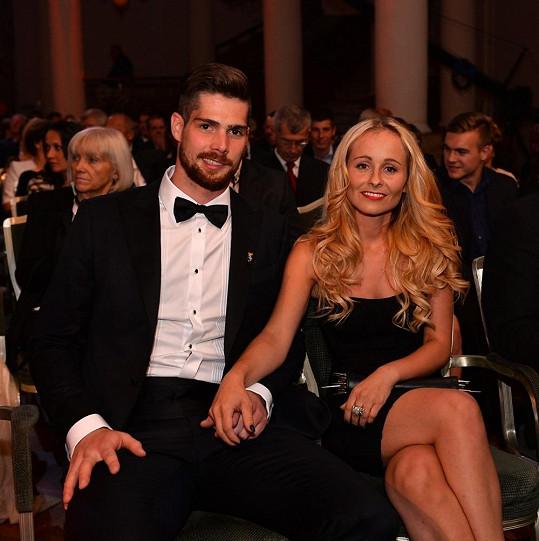 Česká brankářská jednička Alexander Salák přišel společně s manželkou Michaelou.