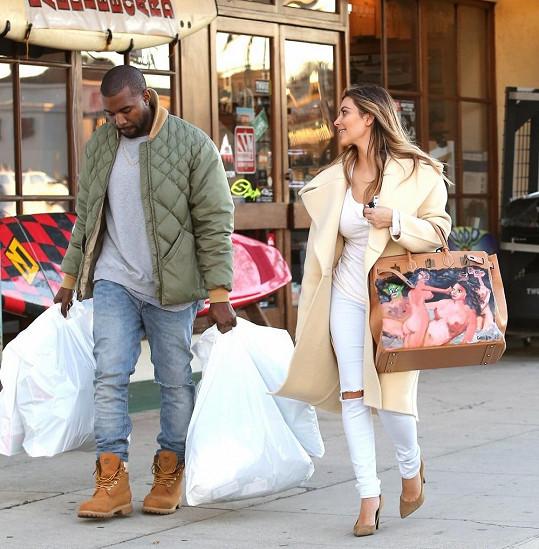 Kanye West fungoval jako nosič.