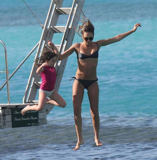 Jessica Alba řádila na dovolené jako malá.