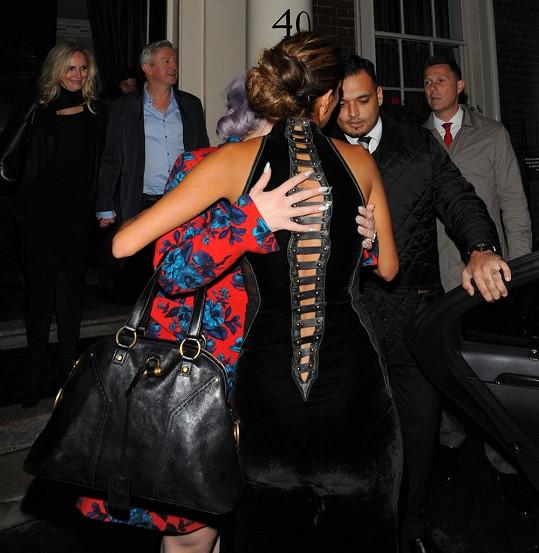 Nicole se v Londýně vřele vítala s Kelly Osbourne.