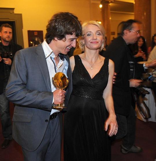 Hvězda Cest domů Martin Kraus se stal Objevem roku, gratulovala mu Veronika Žilková.