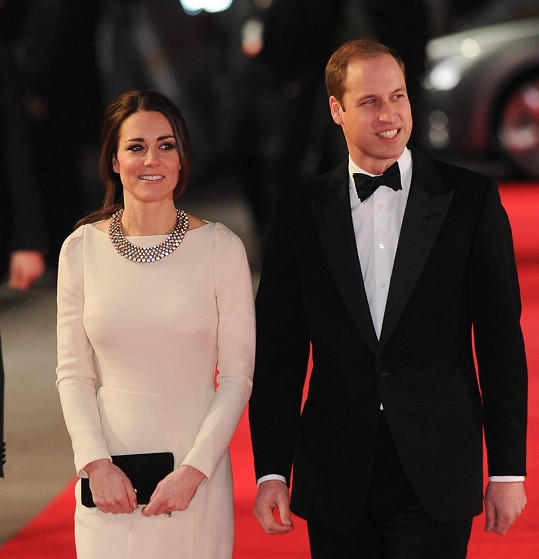 Kate a William na premiéře filmu o Nelsonu Mandelovi.
