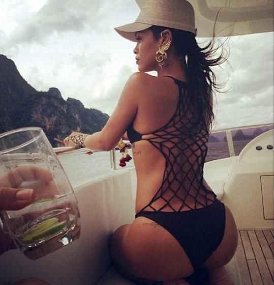 Rihanna a její výstavní zadeček