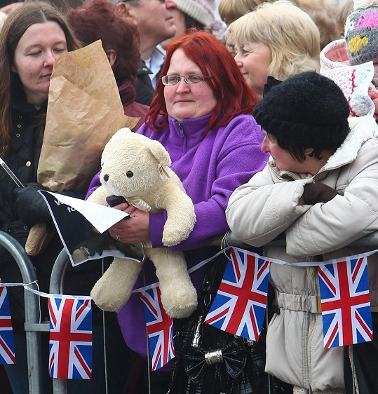 Medvídek, kterého Catherine darovala Diana Burton.