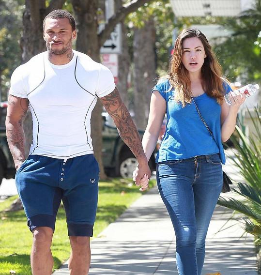 Kelly Brook se snoubencem Davidem McIntoshem na procházce