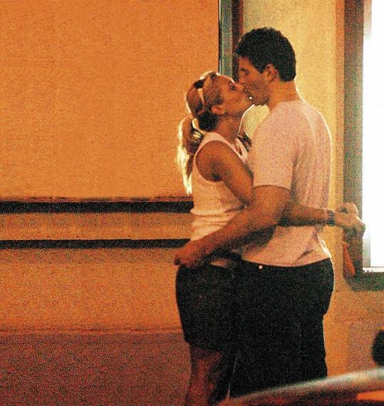 V létě 2004 prožila žhavý letní románek s Jaromírem Jágrem.