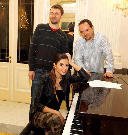 Monika Bagárová, Vladimír Kočandrle a Libor Lisý z vydavatelství se těší na spolupráci.