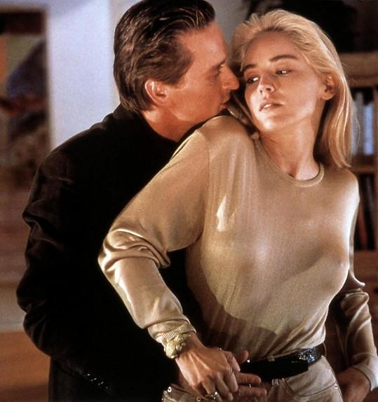 Sharon Stone s Michaelem Douglasem v Základním instinktu (1992)