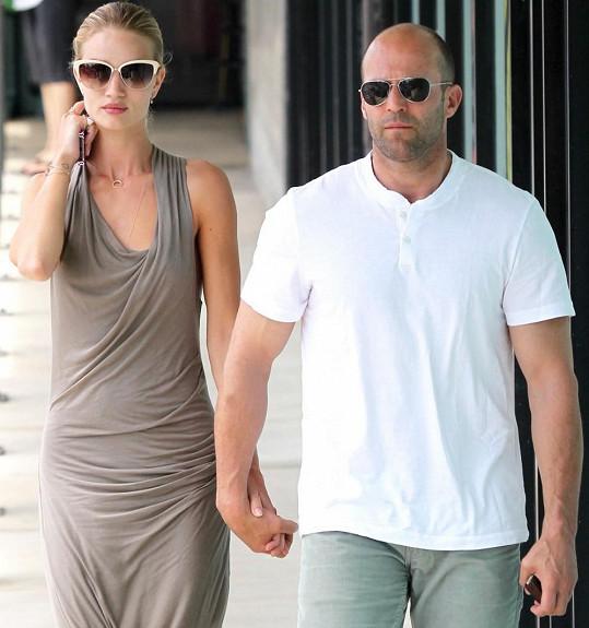 Rosie s přítelem Jasonem Stathamem