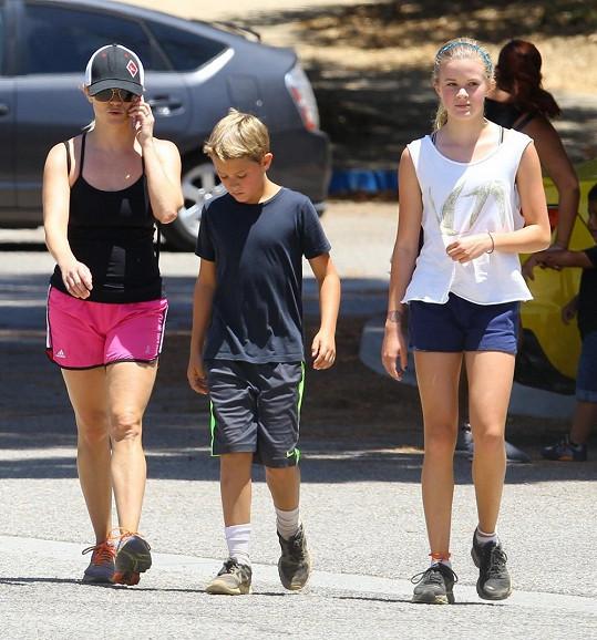 Reese s dcerou Avou a synem Deaconem