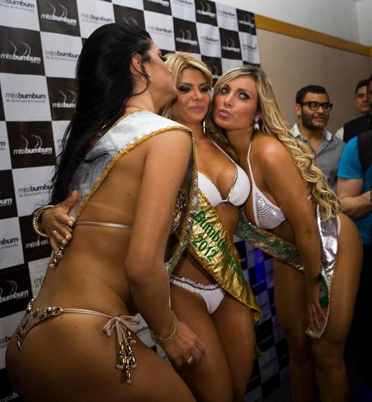 Všechny tři dívky, které se umístily v soutěži Miss BumBum Brazil. Andressa vpravo.