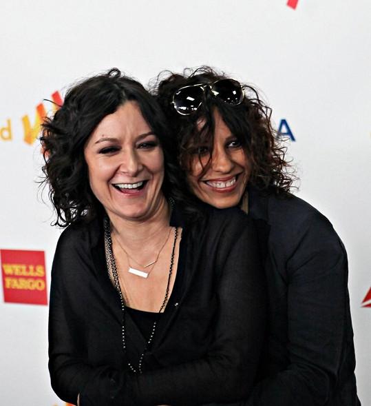 Zpěvačka a herečka jsou dalším slavným lesbickým párem.