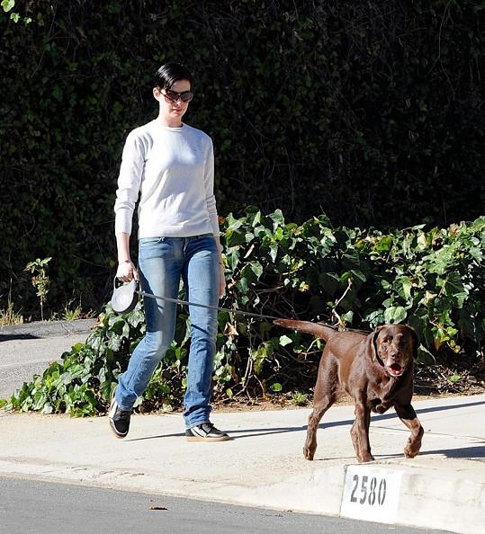 Anne Hathaway se svou fenkou Esmeraldou.
