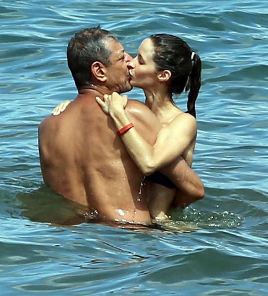 Jeff Goldblum a jeho o 30 let mladší snoubenka