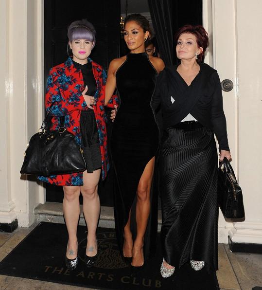Zpěvačka se věnovala kamarádce Kelly Osbourne a její mamince Sharon.