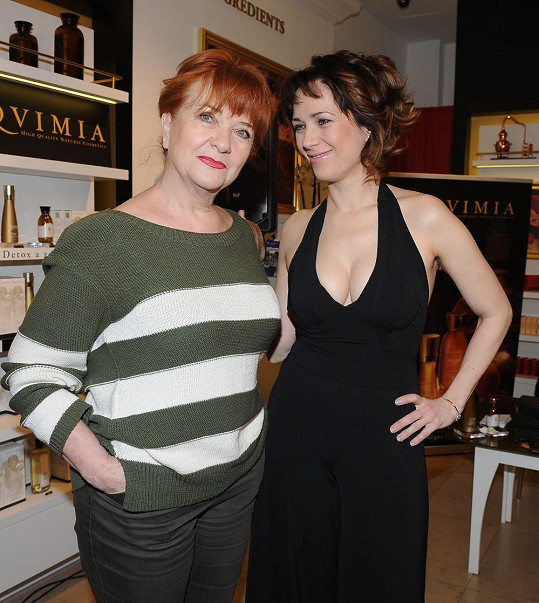 Tereza Kostková s Carmen Mayerovou v civilu