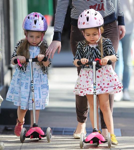 ...poté si užívaly jízdy na koloběžce.