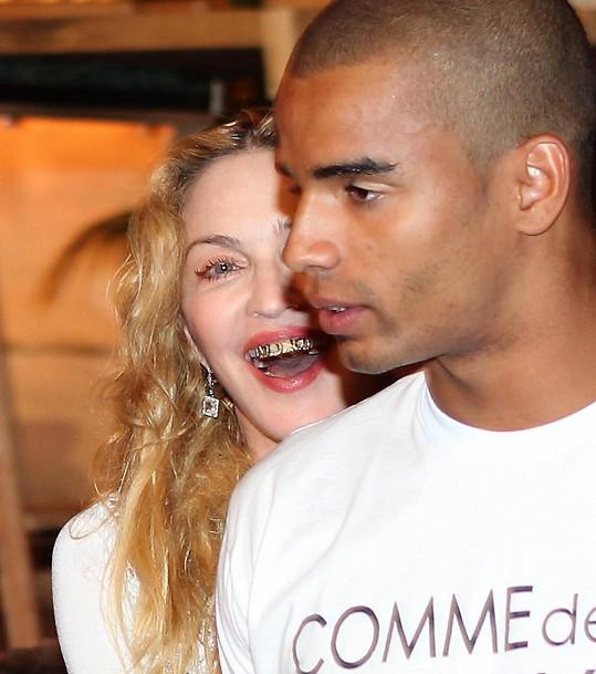 Madonna se snaží jít s dobou a s nejnovějšími trendy.