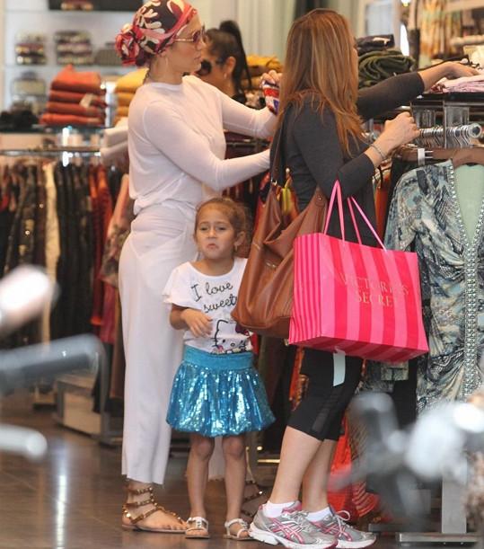 Jenn si během volna našla čas i na nákupy.