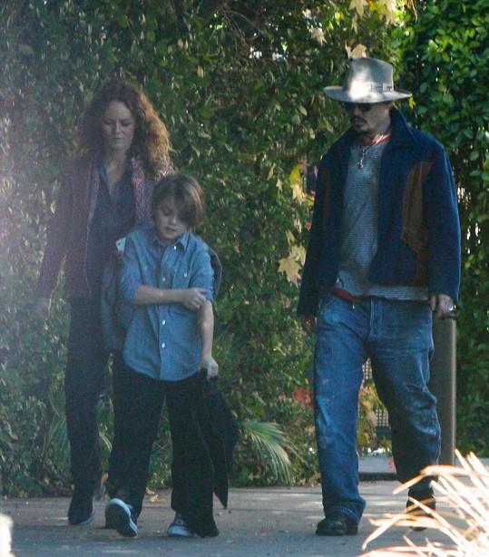 Johnny Depp s Vanessou Paradis a Jackem v době, kdy tvořili šťastnou rodinku.