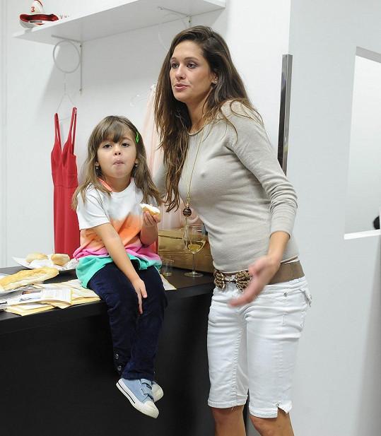 Petra chce s dcerou Adrianou odletět na Floridu aspoň na měsíc.
