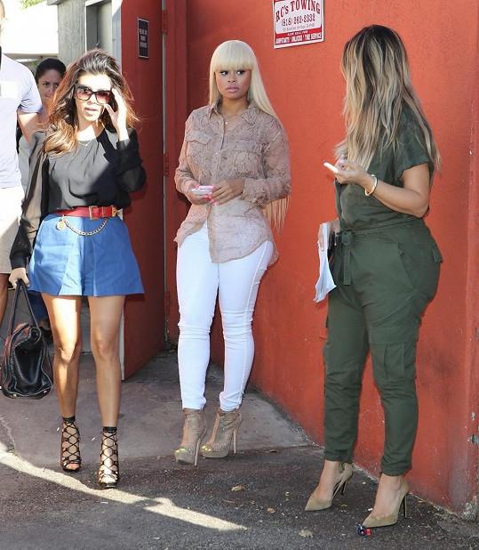 Kim se sestrou Kourtney a kamarádkou Blac Chynou