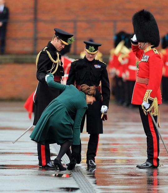 Princezna Catherine si nakonec musela pomoci i rukou.