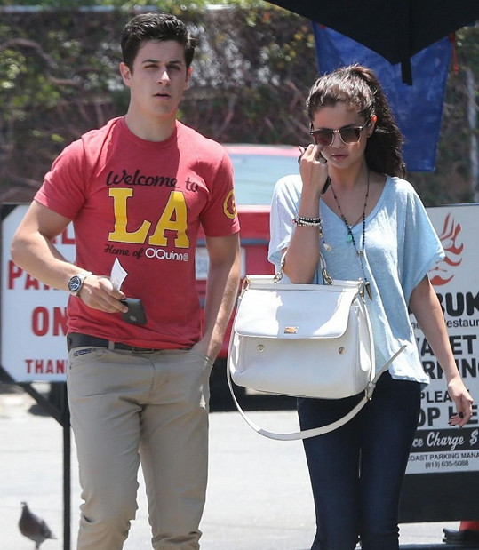 Selena Gomez a David Henrie míří na společný oběd.