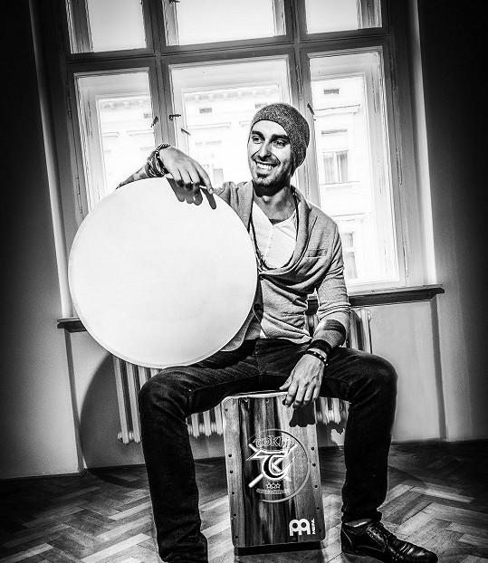 Tokhi se chystá pokořit rekord v počtu nejvíce bubnujících osob na jednom místě.