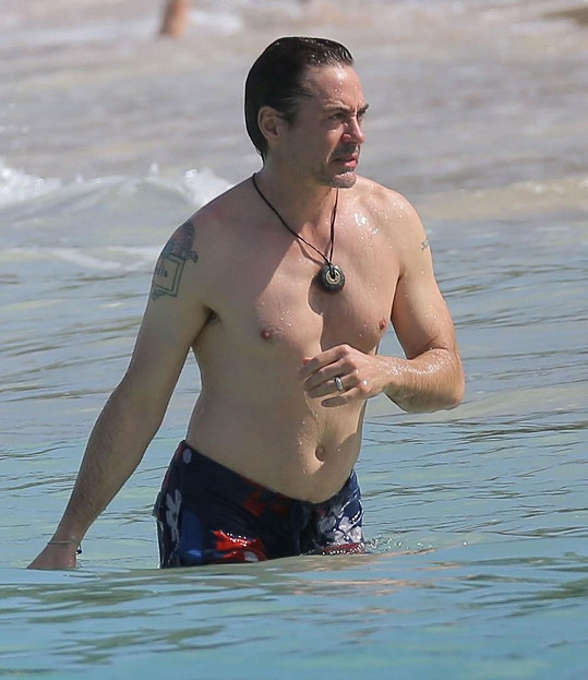Robert Downey Jr. Iron Mana nepřipomíná.