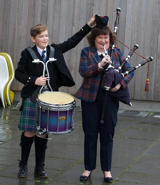 Zpěvačka na West Lothian Highland Games ve Skotsku