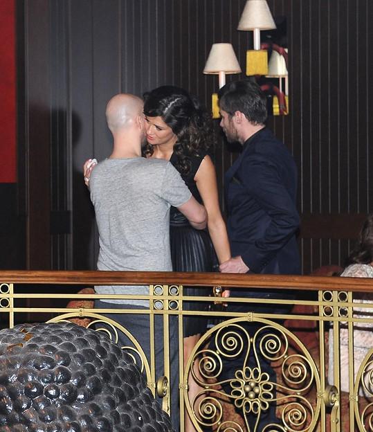 Petra se svým stylistou Filipem Vaňkem a Leoš Mareš na jedné fotce. Pár se spolu nechtěl vůbec fotit, tahle fotka byla zázrak.
