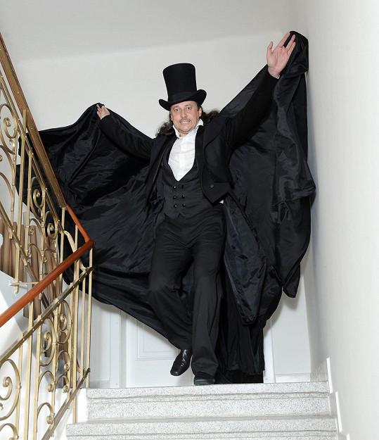 Marian jako Fantom opery.