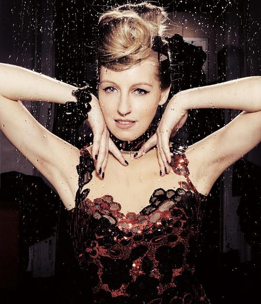 Modely zpěvačce navrhl známý návrhář Osmany Laffita.