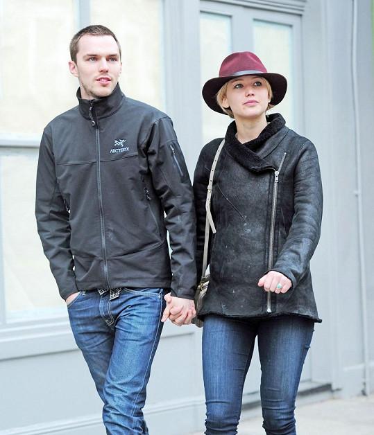 Jennifer randí s Nicholasem Houltem.