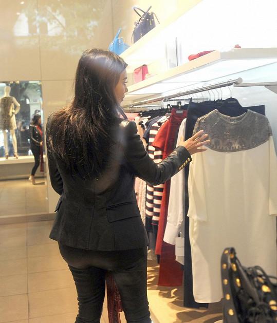 Kim si chtěla z Prahy přivést nějaký luxusní suvenýr.
