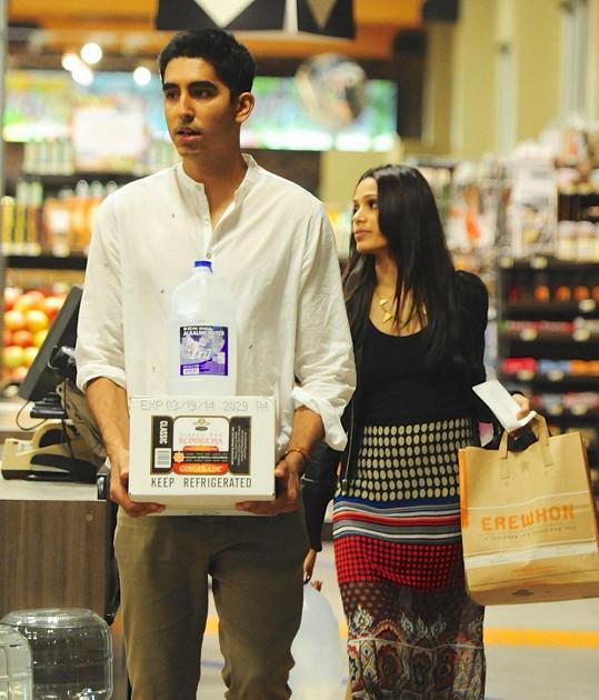 Freida dodnes tvoří pár s filmovým kolegou z Milionáře z chatrče Devem Patelem.