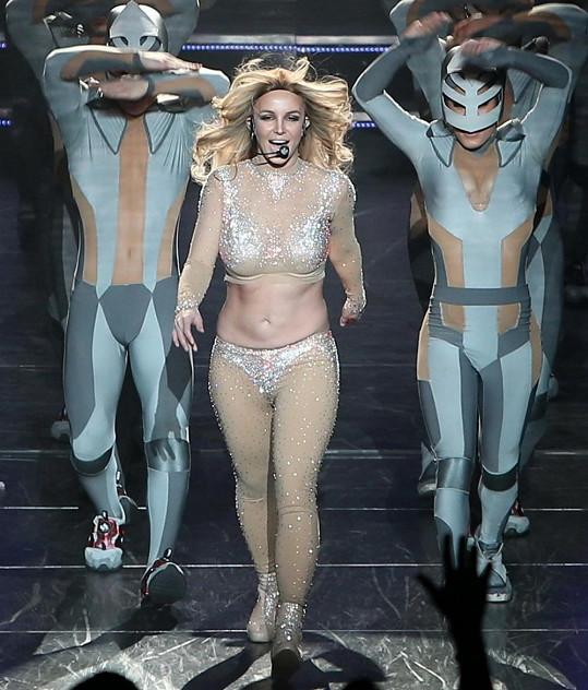 Zpěvačce se kostým tělové barvy nepěkně hrnul.