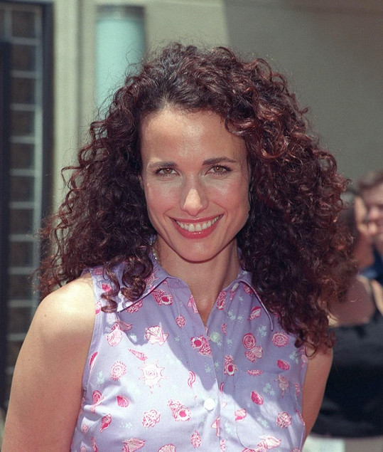 Takhle Andie vypadala před 15 lety.