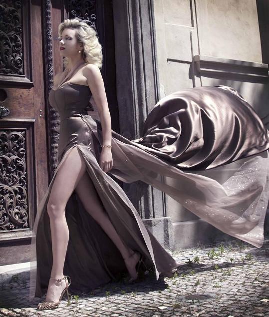 Mátlová má figuru jako modelka, i když už jí je devětatřicet.