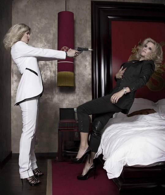 Kdyby se jí fotky nelíbily, neváhala by prý směrem k návrhářce Aleně Wilson stisknout spoušť.