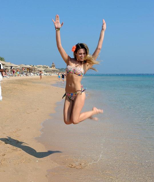 Míša si pracovní dovolenou u Rudého moře užívá.
