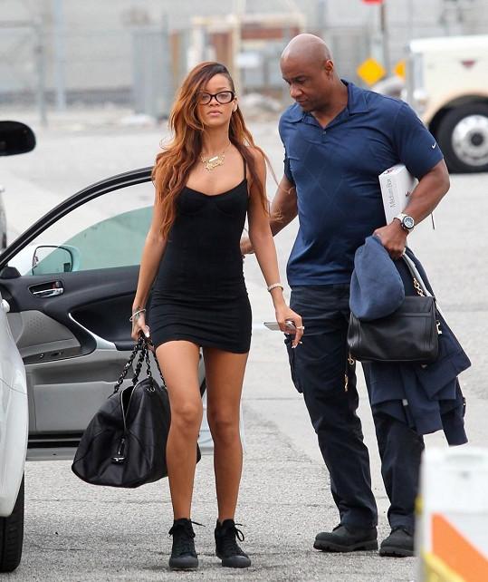 Rihanna v Los Angeles míří na focení.