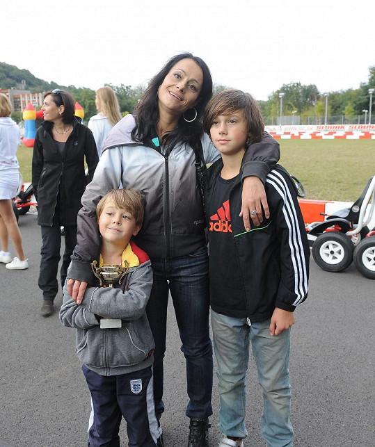 Vendulka Křížová se svými syny